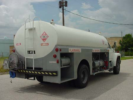 fuel_truck_aircraft_3000_gallons_ford_4.jpg